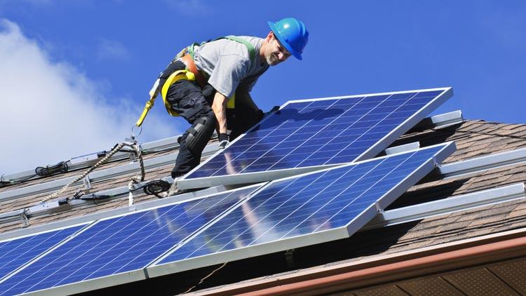 Solarteur bei der Arbeit